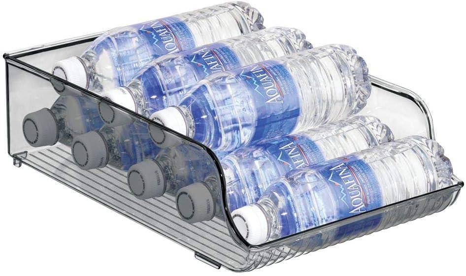mDesign Botelleros para nevera que ahorran espacio – Estante para botellas de vino, agua y otras bebidas – Cajón de plástico para armarios de cocina y encimera – gris humo