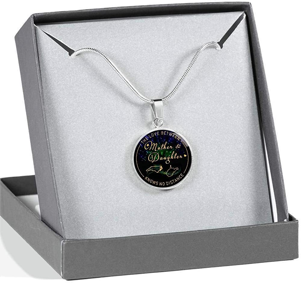 Mothers Day Funny Necklace State North Carolina and West Virginia State The Love Between Mother and Daughter Knows No Distance Necklace Long Distance Relationships Jewelry for Mom Women