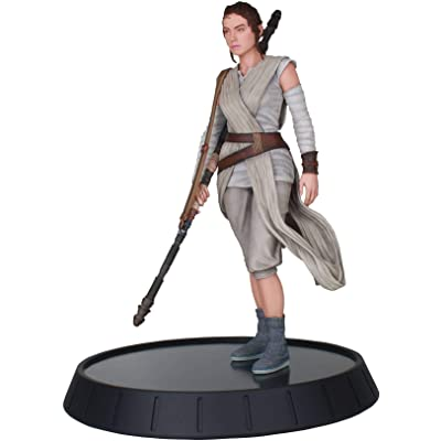 DIAMOND SELECT TOYS Star Wars Milestones: The Force Awakens: Rey Resin Statue: Toys & Games