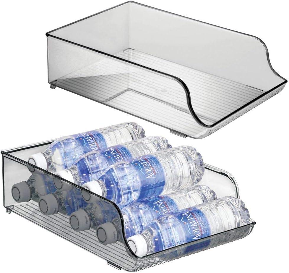 mDesign Juego de 2 botelleros para nevera que ahorran espacio – Estante para botellas de vino, agua y otras bebidas – Cajón de plástico para armarios de cocina y encimera – gris humo