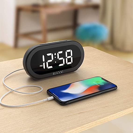 Amazon.com: USCCE - Reloj despertador digital con luz LED ...