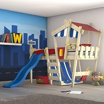 lit en cabane finest lits cabanes pour que votre enfant passe une nuit de rve with lit en. Black Bedroom Furniture Sets. Home Design Ideas