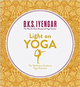 Light on Yoga: The Definitive Guide to Yoga Practice: Amazon ...