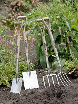 Rust Resistant tines Spear /& Jackson 4812FR Traditional English Style Stainless Steel Lawn Rake 18 inch head