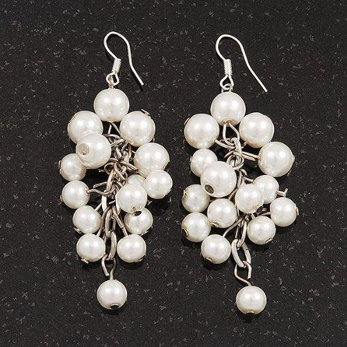 Boucles d'oreille pendant grappe fausses perles blanches en finition argent - longueur 7cm,