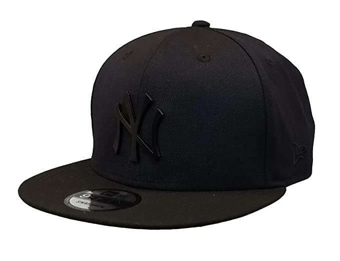 sports shoes aa148 8d5c3 Amazon.com  New York Yankees Navy Black Snapback 950 Hat with Matte Black Metal  Logo  Clothing