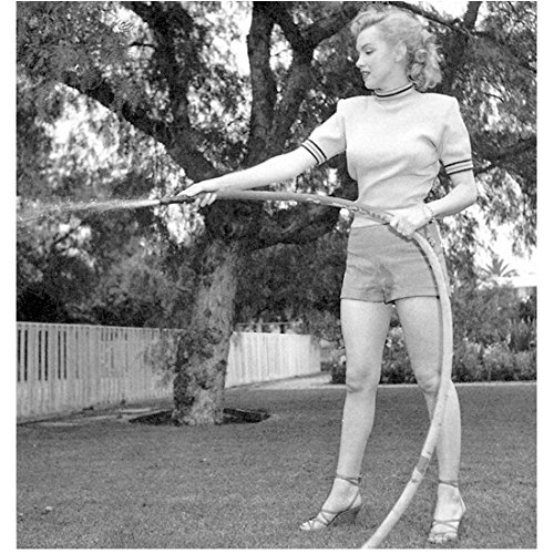 Marilyn Monroe 8Inch x 10Inch Photo Some Like It Hot The Seven Year Itch Gentlemen Prefer Blondes B&W Wearing Shorts Using Garden Hose kn