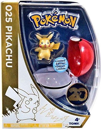 TOMY T18992 - Pokéball mit Pikachu Sonderedition 20 Jahre, Aktionsspielzeug