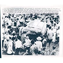 1964 Photo Vietnam War Rioters Delivery Truck Street Catholic Xay Dung Buddhists
