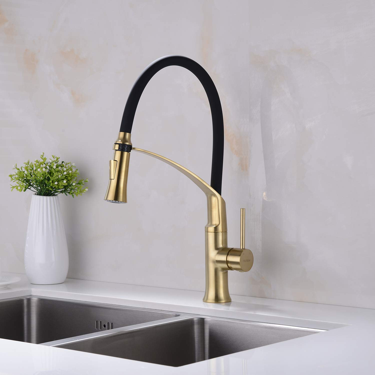Avola Kitchen Faucet Pull Out Single Handle Sprayer Kitchen Sink Faucet Brushed Nickel Kitchen faucets