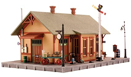 Amazon.com: Maqueta de Woodland Station: Toys & Games