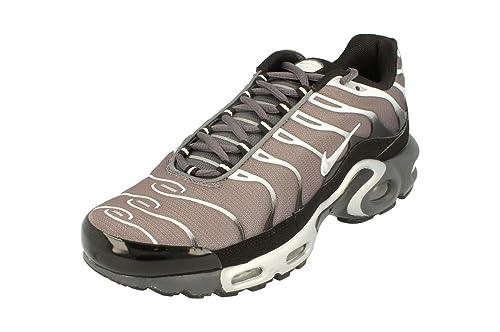 online retailer 43430 5db81 Nike Nike Air MAX Plus - Zapatillas de Tela para Hombre Black Black Black  011 42.5 EU, Color, Talla 40 EU  Amazon.es  Zapatos y complementos