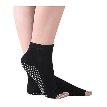 Sin dedos Yoga calcetines del dedo antideslizante en silicona Grips para mujer Fitness: Amazon.es: Deportes y aire libre