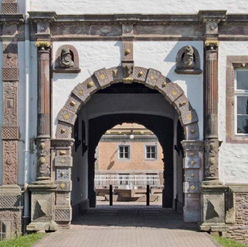 Schlösser der Weserrenaissance / Castles of the Weser Renaissance (Englisch) Gebundenes Buch – 15. Januar 2009 Hillert Ibbeken Michael Bischoff Edition Axel Menges 3936681236