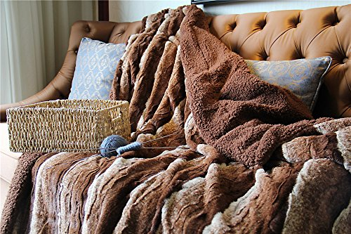 olden Brown Faux Fur Sherpa Throw Blanket ()
