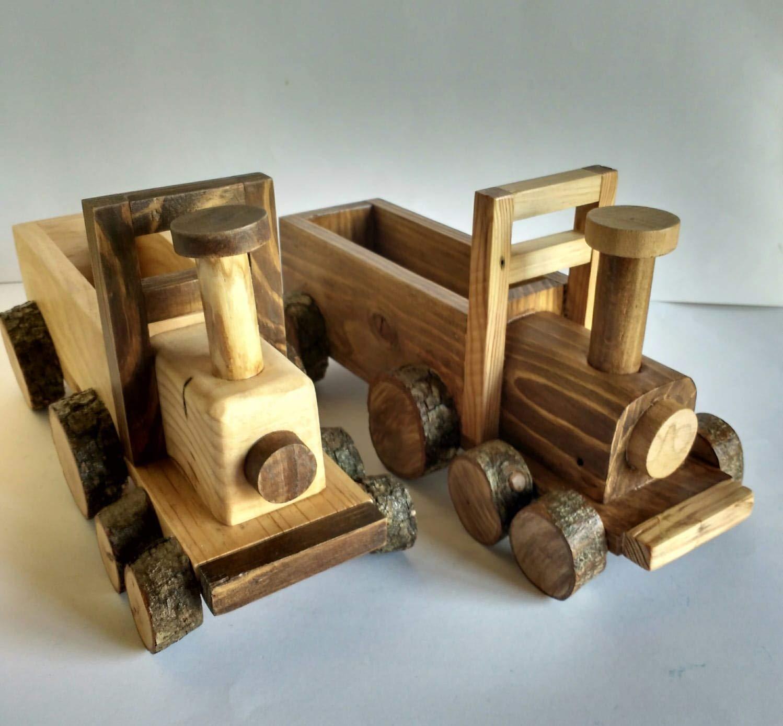 Tren de madera reciclada de palet hecho a mano