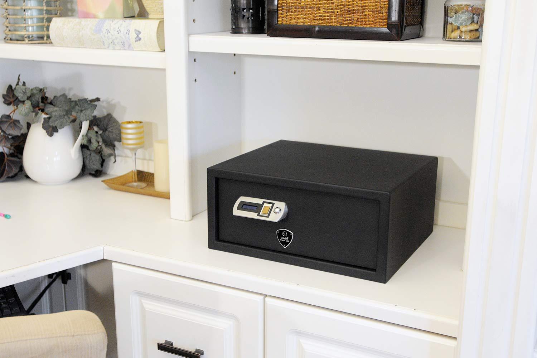 Veri.Smart safe at home on a desk