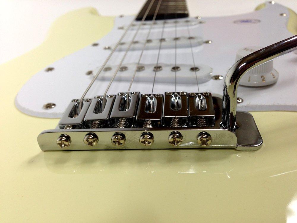 Original Fender Guitarra eléctrica Squier Bullet Strat Vintage White Blanco 30 W Amplificador, afinador con indicador de aguja, funda, correa para guitarra ...
