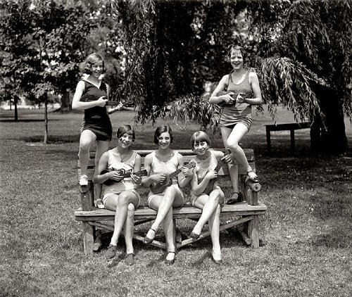 GIRLS IN BATHING SUITS WITH UKULELES 1920s 11x14 PHOTO