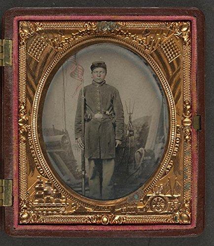 HistoricalFindings Photo: American Civil War,Unidentified Union Soldier,Scabbard,Revolver,Cap Box,c1861 Civil War Revolver