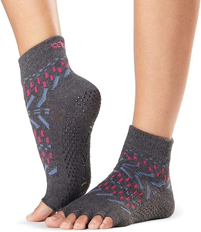 Amazon.com: ToeSox Grip Pilates Barre Socks – Non Slip Ankle ...