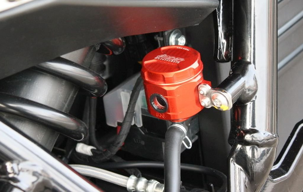 GSG Mototechnik ( ) 製  Husqvarna Nuda 900  2012y'以降 モデル用  リア マスター リザーバー オイル タンク アルミ削り出し RED (赤色) アルマイト 仕上げ + ステンレス製 タンクステー セット   B00ATJLEH0
