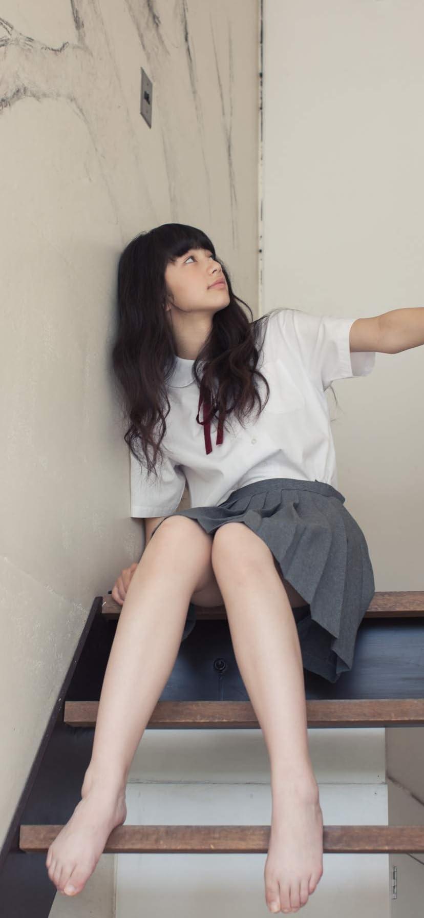 小松菜奈 iPhone 11,Pro Max,XR,XS Max 壁紙 階段に座る 女性