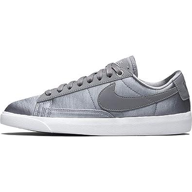 541fd9bb Amazon.com | Nike Women's Blazer Low SE | Shoes