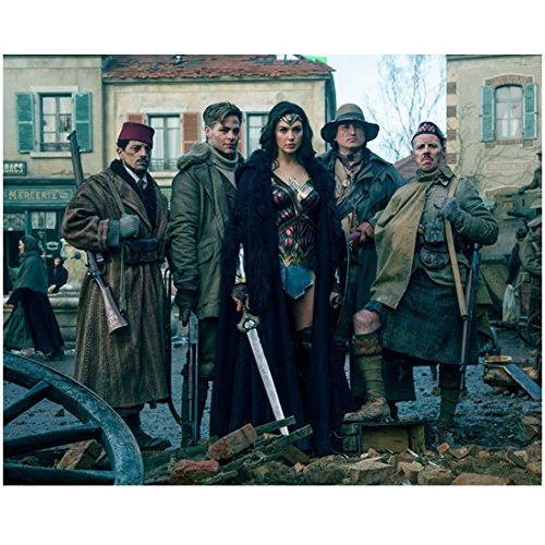 Gal Gadot 8 inch x 10 inch Photograph Wonder Woman (2017) w/Male Cast kn