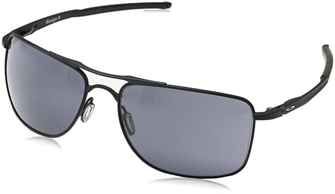 c1254954d120e Oakley Men s Gauge 8 Rectangular Sunglasses Matte black 62.01 mm   Amazon.ca  Clothing   Accessories