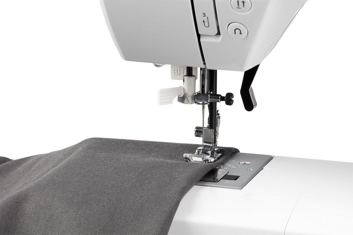 Medion MD 15694 - Máquina de coser digital, consumo de energía de 30 vatios, ojal automático, 100 puntos de sutura, luz de costura LED, amplia gama de ...