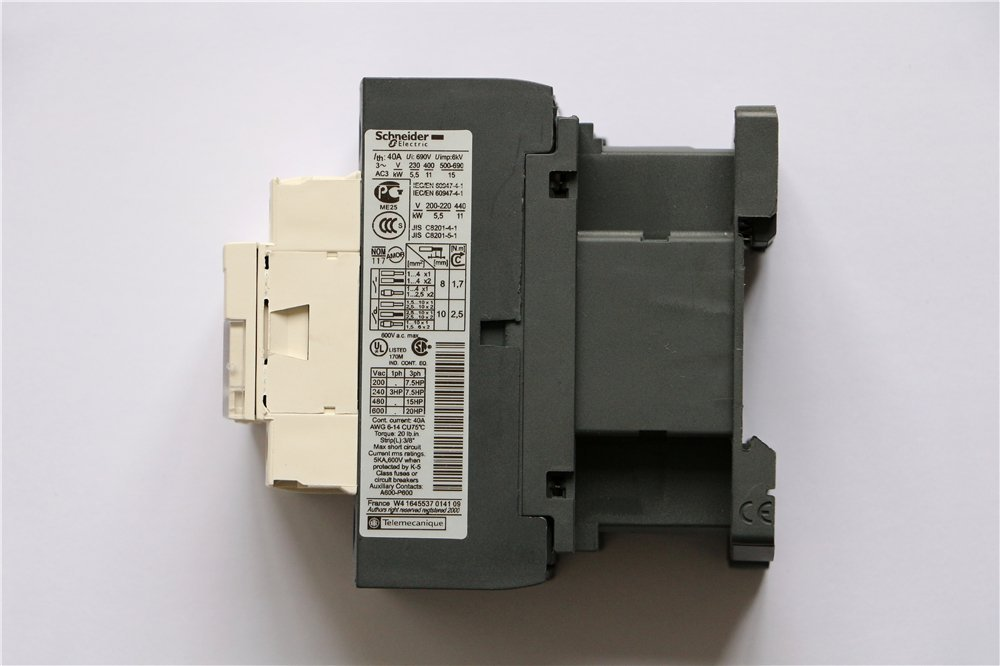NEW Schneider AC Contactor LC1D25B7 LC-1D25B7 3P 25A 24V AC Coil