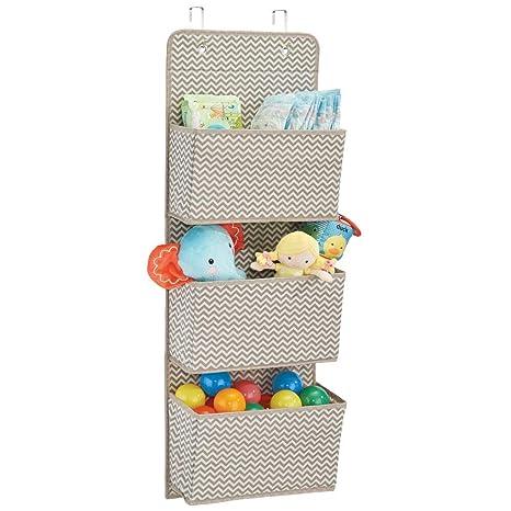 mDesign Estanteria colgante para organizar armarios - Percha para colgar ropa de bebe, peluches y toallas - Organizador de ropa para colgar - 3 ...