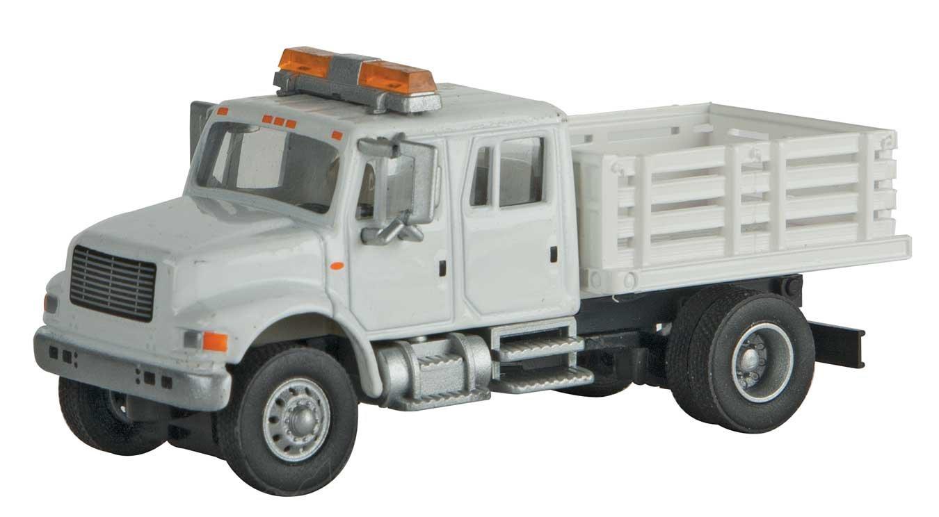 INTERNATIONAL(R) 4900 CREW-CAB オープンステーキベッド ユーティリティトラック - 組み立て済み - ホワイトユーティリティのコンパニティステッカー付き   B077LBCGV6