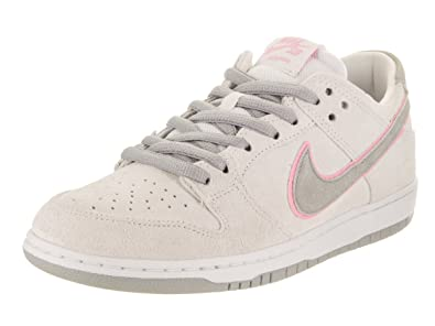 quality design 28736 d77eb Amazon.com | Nike Men's SB Zoom Dunk Low Pro IW Skate Shoe | Basketball