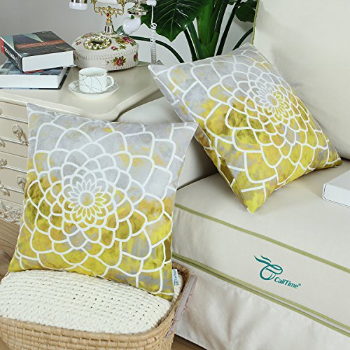 Quatrefoil Throw Pillow