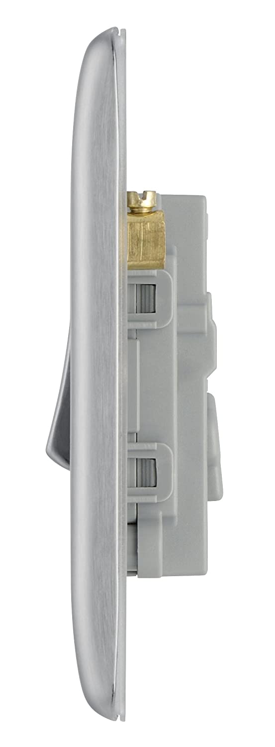 Masterplug Nbs13 10 A 1 Gang Metal Brushed Steel Light Switch Intermediate And The Ones Either Side Are 2 Way Switches Diy Tools