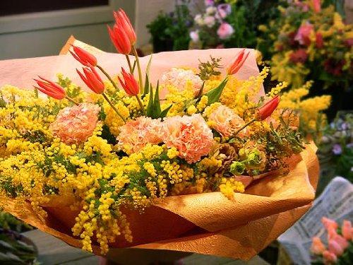 【パリスタイルの花屋】ミモザとチューリップの色鮮やかな春アレンジ 送別退職祝いや各種お祝い記念日に 黄色 B005GC1718