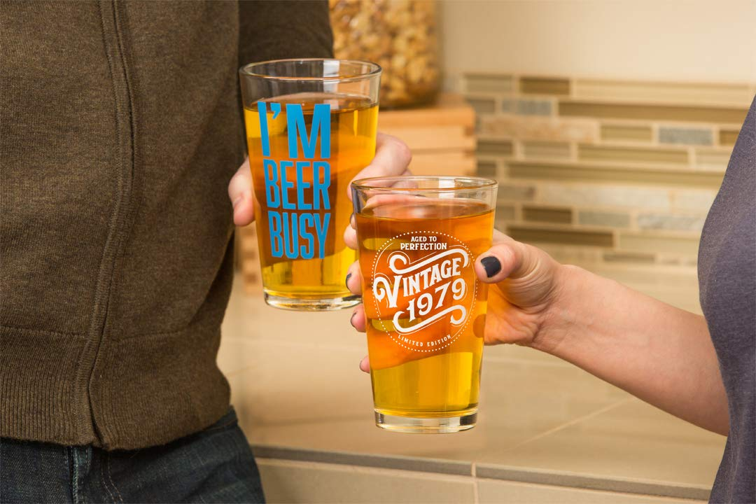 Fun Presents Him Funny Beer Glasses Gifts Men Women SODILLY I/'m Beer Busy Beer Glass 16 oz Pint Unique Cups Ale Lager IPA Porter Birthday Gift Best Friend Dad Son Husband Mom Wife Brother
