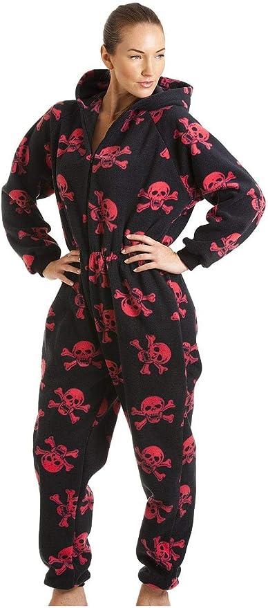 TALLA 50-52. Camille - Pijama Polar de una Pieza con Capucha para Mujer - Estampado de Calaveras Piratas
