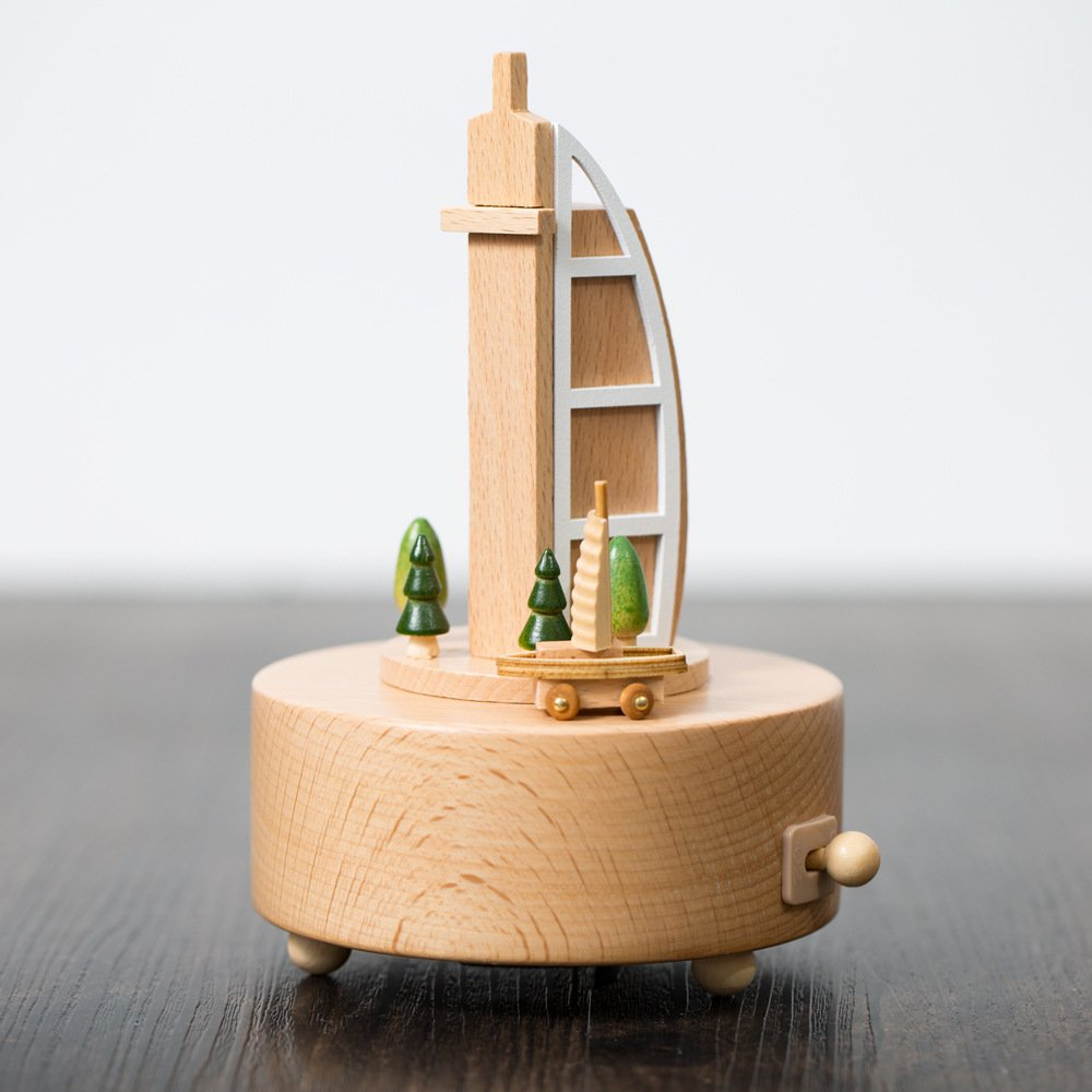 1 PCS Creative Sailing Hotel Music Box Sky City Music Box Birthday Gifts Jia Wooden Creative Arts Crafts AP5241000