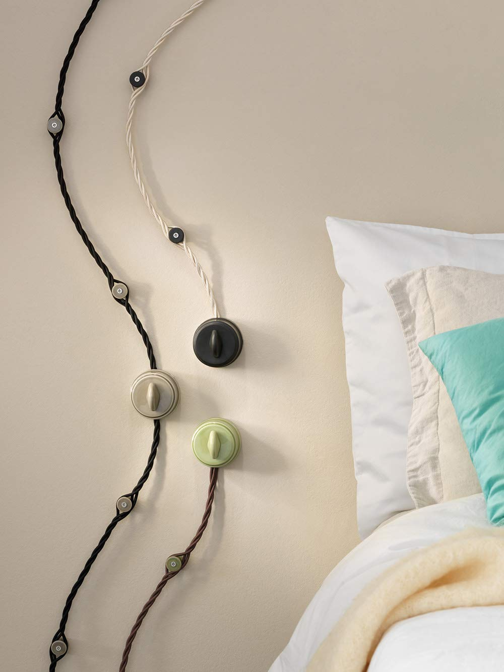 colore nero opaco Presa bipasso BELLE /ÉPOQUE in stile vintage per installazione con cavo tessile Klartext in pregiata porcellana artigianale