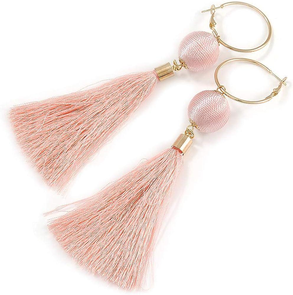 Pendientes largos con bola de algodón rosa melocotón y borla en metal dorado - 12,5 cm de largo