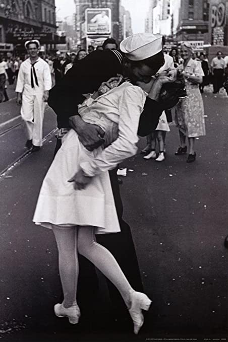 amazon com kissing on vj day times square may 8th 1945 poster