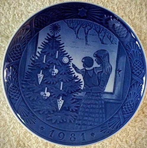 (1981 Royal Copenhagen Christmas Plate - Admiring the Tree)