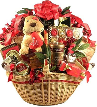 Amazon Com Lots Of Love Deluxe Valentines Day Gift Basket For Men