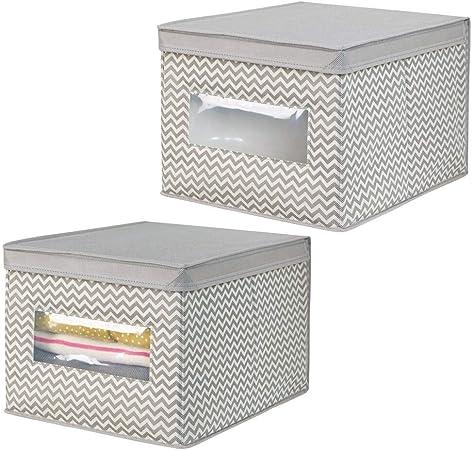 mDesign Juego de 2 cajas organizadoras de tela de polipropileno – Organizadores para armarios con tapa y ventana – Caja para organizar ropa y armarios con diseño en zigzag – gris topo/crema: