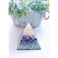 Pirámide orgonita en tonos blanco, rosa y morado con virutas de aluminio, Cuarzo cristal,Cuarzo rosa y Amatista