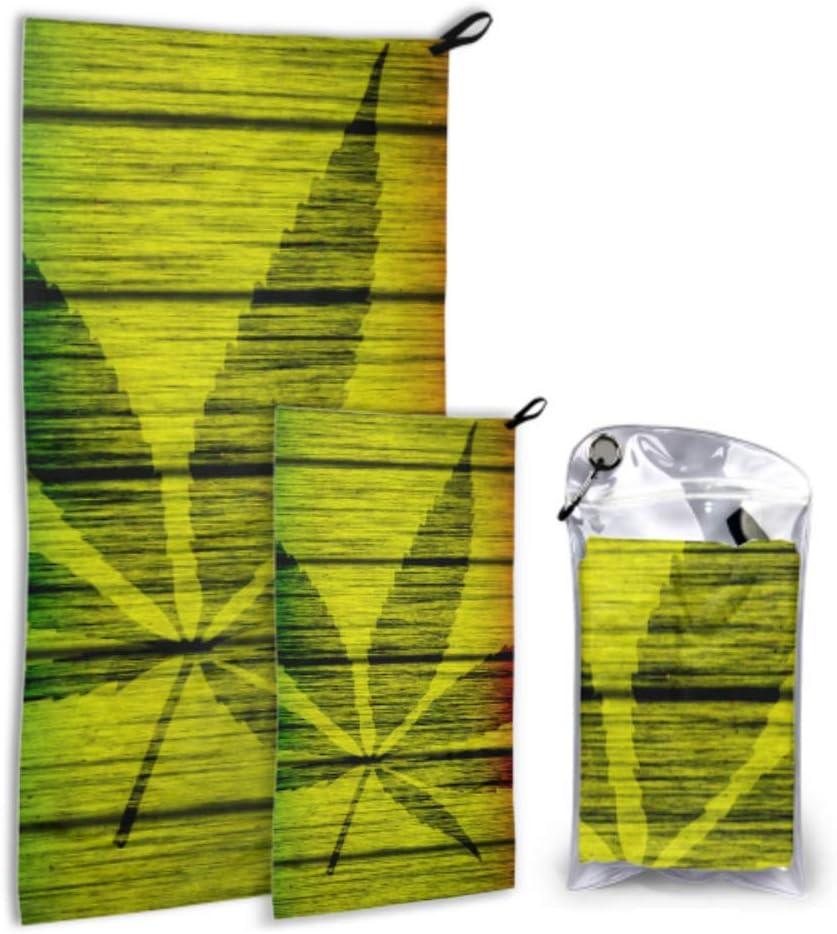 Textura de madera Bandera Rasta con hoja de marihuana Silhou Paquete de 2 toallas de natación de microfibra Juego de toallas de playa de viaje Secado rápido Lo mejor para viajes de gimnasio Mochilero