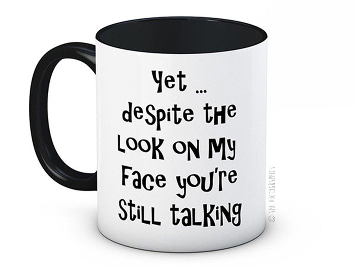 Yet ... despite the look on my face, youre still talking - Taza de café de alta calidad: Amazon.es: Hogar